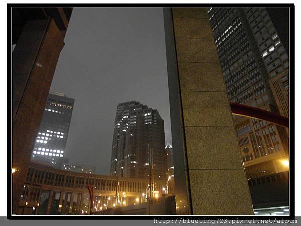 東京《東京都廳》夜 1.jpg
