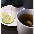 新竹竹北《W & D GRILL》熱紅茶.jpg