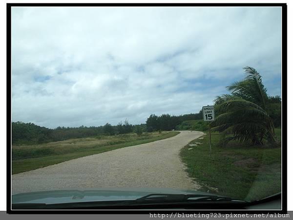 美國關島《瑞提迪恩岬Ritidian Point》通往沙灘的路.jpg