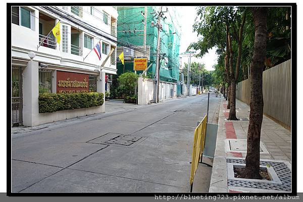 泰國曼谷《Royal View Resort 帝景度假飯店》左邊路口.jpg