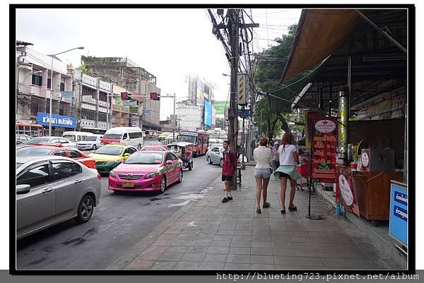 泰國曼谷《Royal View Resort 帝景度假飯店》路口.jpg