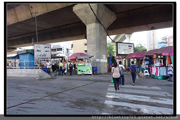 泰國曼谷《勝利紀念碑Mini Van》高架橋下 2.jpg