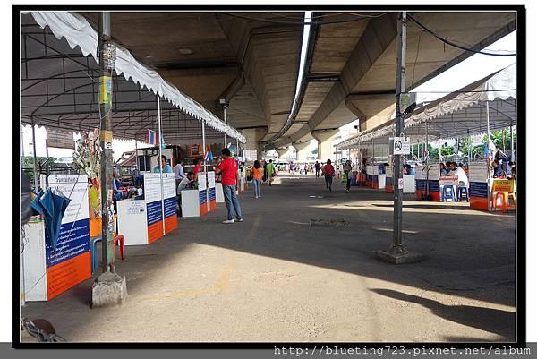 泰國曼谷《勝利紀念碑Mini Van》高架橋下 3.jpg