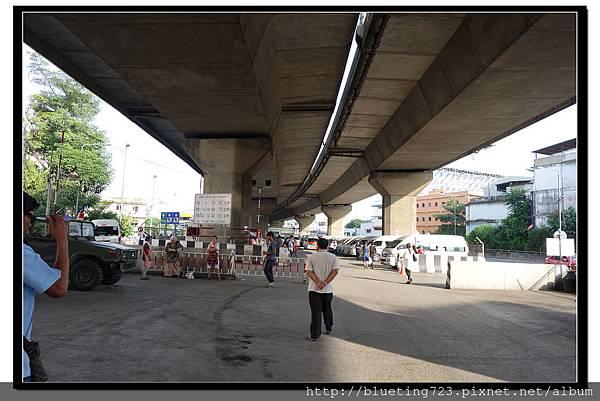 泰國曼谷《勝利紀念碑Mini Van》高架橋下 6.jpg