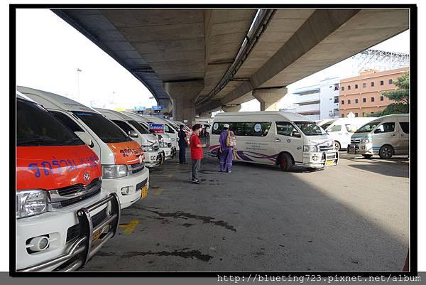 泰國曼谷《勝利紀念碑Mini Van》高架橋下 7.jpg