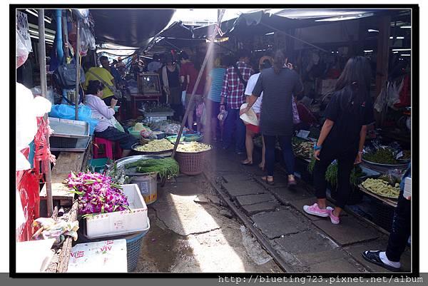 泰國《Maeklong美功鐵道市場》4.jpg