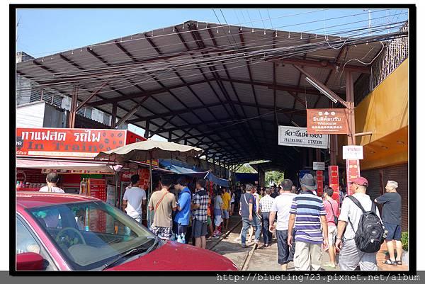 泰國《Maeklong美功鐵道市場》5.jpg