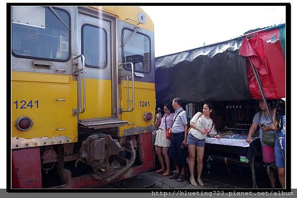 泰國《Maeklong美功鐵道市場》10.jpg