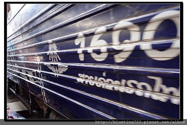 泰國《Maeklong美功鐵道市場》11.jpg