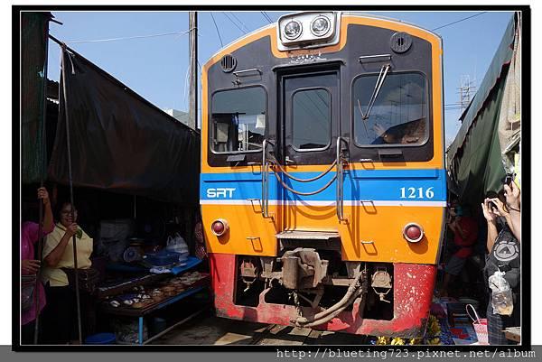 泰國《Maeklong美功鐵道市場》12.jpg