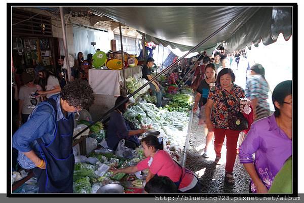 泰國《Maeklong美功鐵道市場》14.jpg