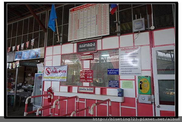 泰國《Maeklong美功鐵道市場》車站.jpg
