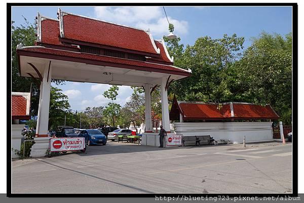 泰國《Samut Songkhram夜功府》Wat Amphawan 1.jpg