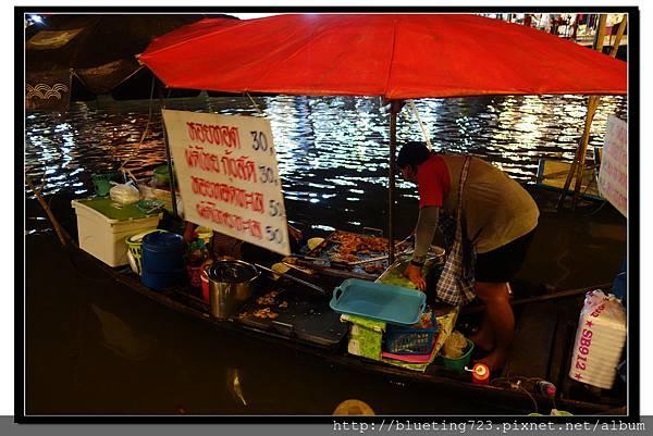 泰國《Amphawa安帕瓦水上市場》船家炒河粉1.jpg
