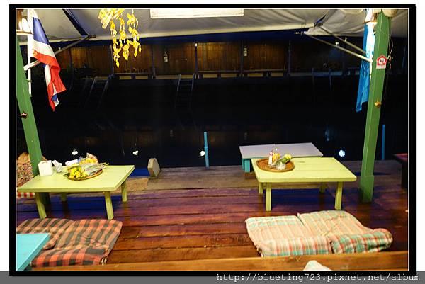泰國《Amphawa安帕瓦水上市場》清晨佈施 2.jpg