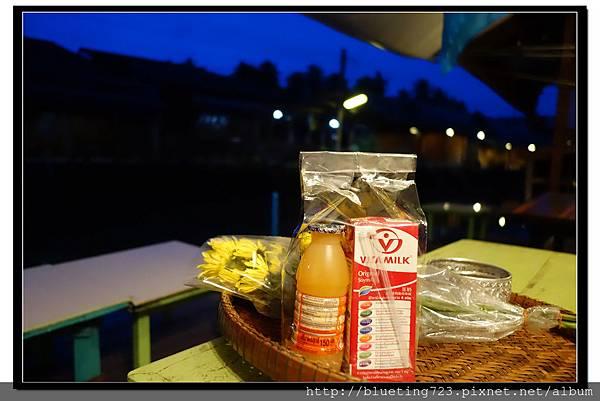 泰國《Amphawa安帕瓦水上市場》清晨佈施 3.jpg