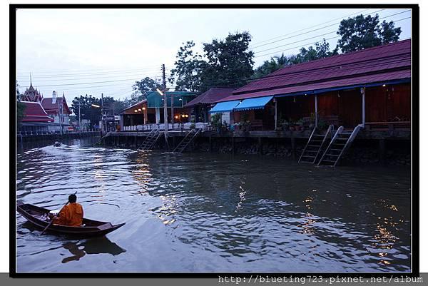 泰國《Amphawa安帕瓦水上市場》清晨佈施 5.jpg