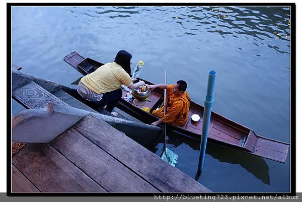 泰國《Amphawa安帕瓦水上市場》清晨佈施 7.jpg