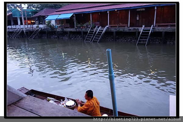 泰國《Amphawa安帕瓦水上市場》清晨佈施 8.jpg
