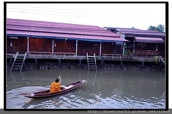 泰國《Amphawa安帕瓦水上市場》清晨佈施 9.jpg