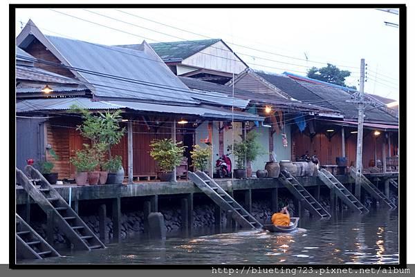 泰國《Amphawa安帕瓦水上市場》清晨佈施 10.jpg