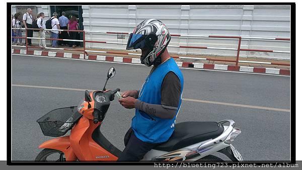 泰國大城府《邦芭茵夏宮Bang Pa-in》車站摩托計程車2.jpg