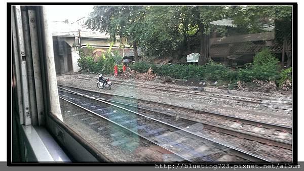 泰國大城府《邦芭茵夏宮Bang Pa-in》火車10.jpg