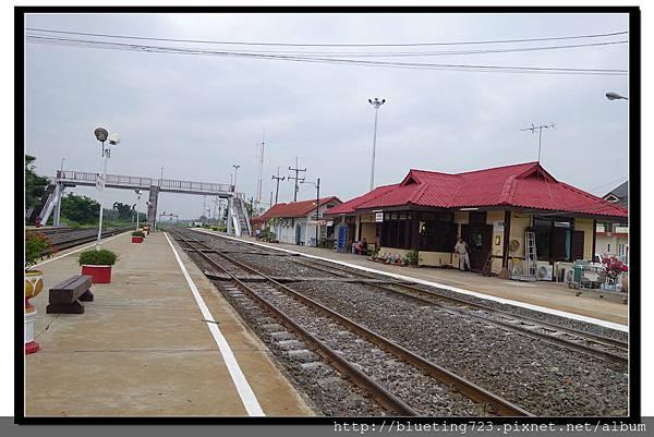 泰國大城府《邦芭茵夏宮Bang Pa-in》車站2.jpg
