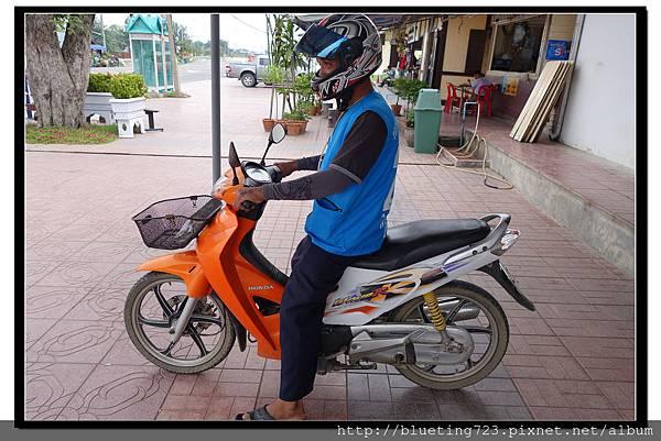 泰國大城府《邦芭茵夏宮Bang Pa-in》車站摩托計程車1.jpg