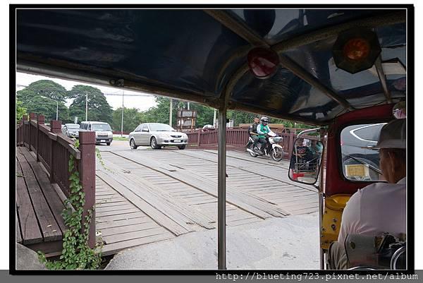 泰國大城府《Ayutthaya大城》護城河3木橋.jpg
