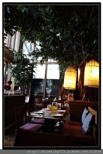 泰國曼谷《Central World 》KUMPOON內裝1.jpg