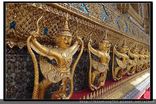 泰國曼谷《大皇宮》大雄寶殿(玉佛寺)半人半鳥裝飾.jpg