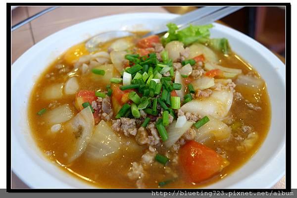 泰國曼谷SIAM《inter餐廳》洋蔥牛肉燴河粉1.jpg