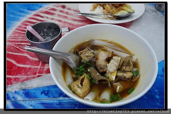 泰國曼谷《小吃攤》豬雜粿條.jpg