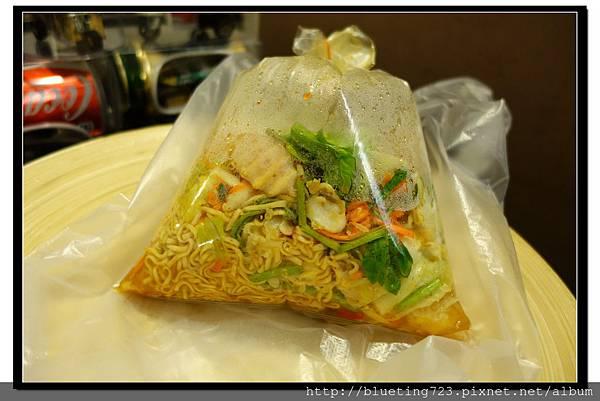 泰國曼谷小吃《涼拌海鮮》2.jpg