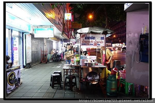 泰國曼谷小吃《雞爪麵》1.jpg