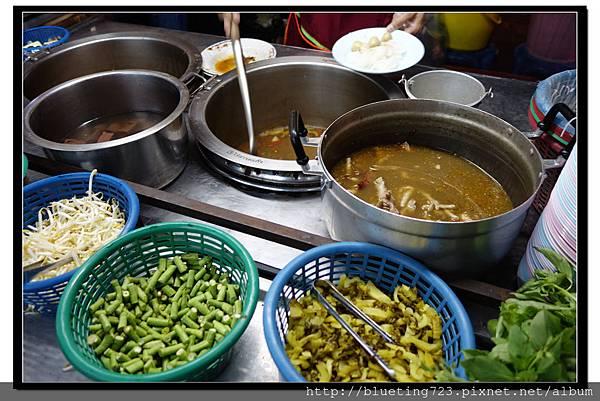 泰國曼谷小吃《雞爪麵》2.jpg