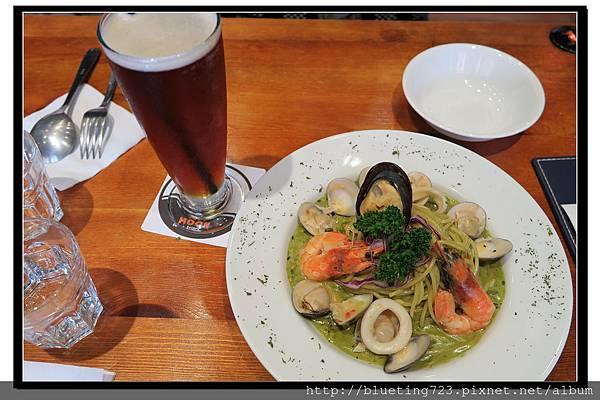 新竹竹北《月亮先生咖啡館》羅勒青醬海鮮2.jpg