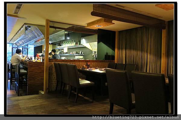 新竹竹北《箶同燒肉7號店》吧檯座位.jpg
