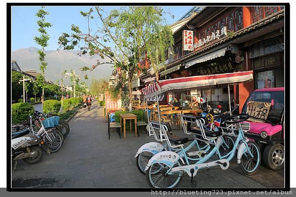 雲南大理《古城內交通》電動車腳踏車.jpg