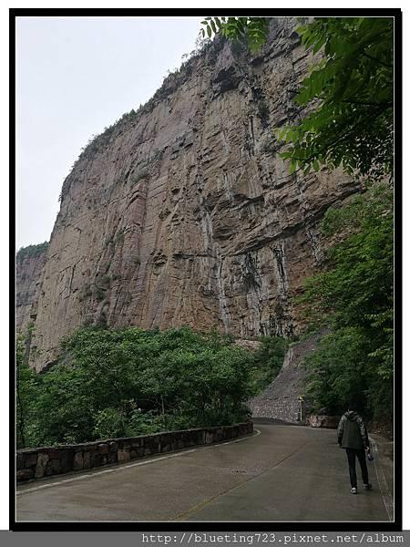 河南輝縣《萬仙山景區》絕壁長廊1.jpg