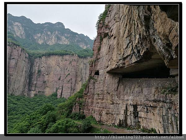 河南輝縣《萬仙山景區》絕壁長廊6.jpg