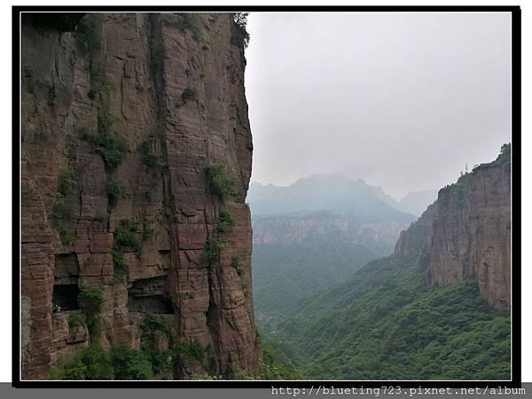 河南輝縣《萬仙山景區》絕壁長廊15.jpg
