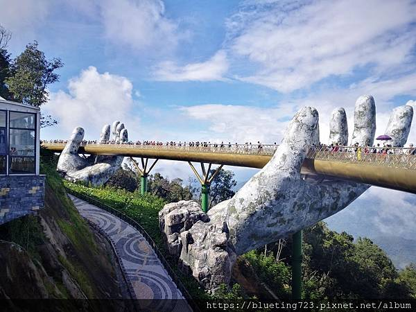 越南峴港Da Nang《巴拿山Sun World Ba Na Hills》Golden Bridge黃金佛手橋7.jpg