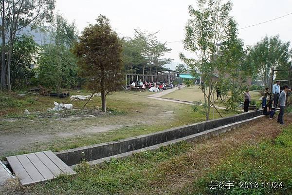 沙發后花園15.JPG