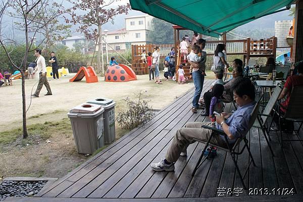 沙發后花園49.JPG