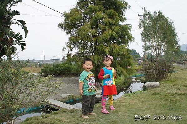 沙發后花園60.JPG