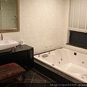 主臥室衛浴.jpg