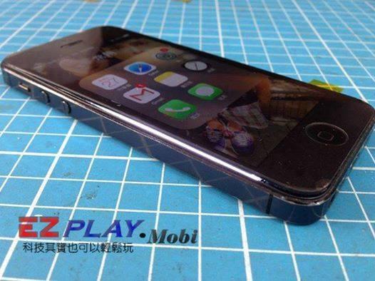 iphone 5手機螢幕掀開