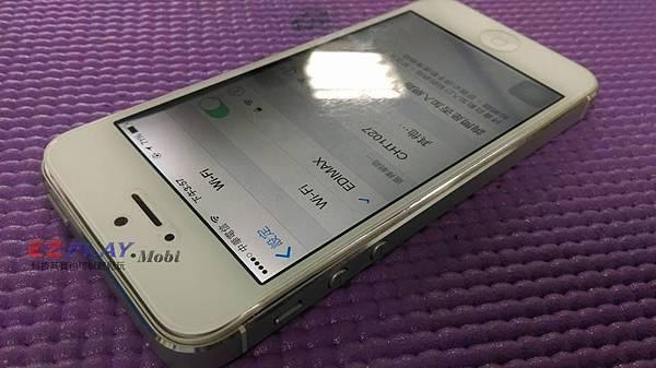 iPhone 5電池膨脹造成螢幕顯示異常